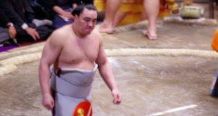 Harumafuji durant le dohyô-iri