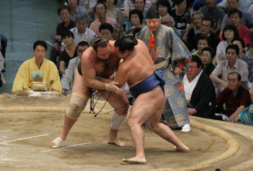 Kimura Masanao arbitrant un combat