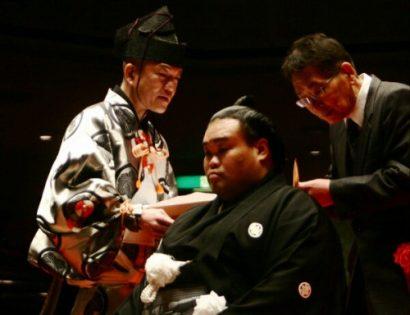 Hokutokuni lors de sa cérémonie de danpatsu shiki