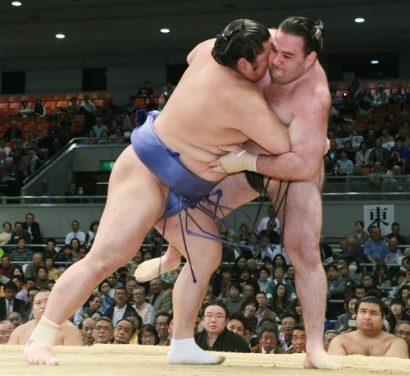 Combat de sumo pendant le tournoi d'Osaka 2013
