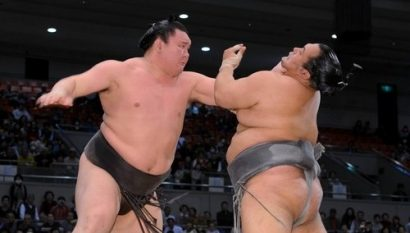 Hakuho en pleine action