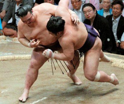 Kisenosato contre Tochiozan