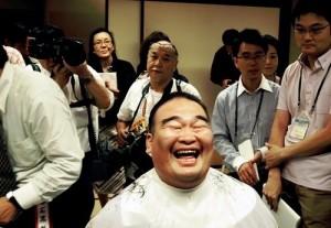 Takamisakari chez le coiffeur