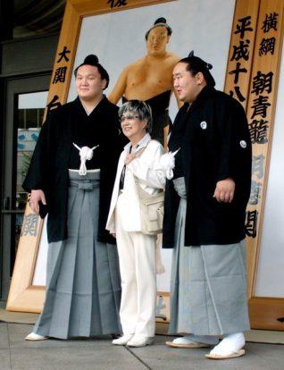 Suzue Sato, l'artiste des portraits avec Hakuhô et Asashoryû