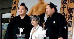 Suzue Sato avecHakuhô et Asashoryû