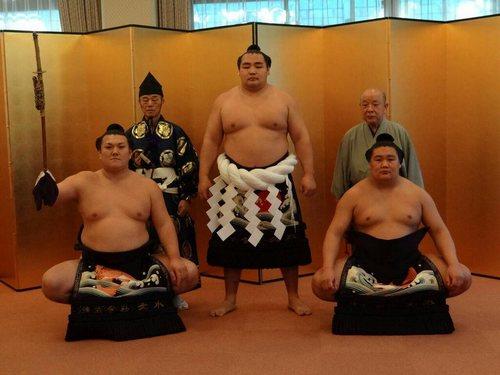Kakuryu avec Ikioi (tachimochi) et Kagamio (tsuyuharai)