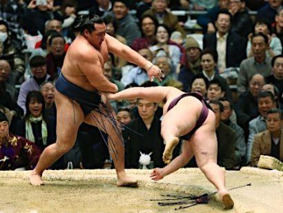 Kakuryû gagne de justesse contre Endo