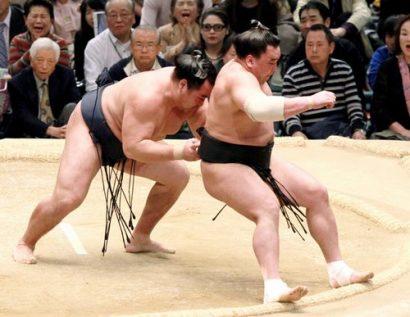 Harumafuji battu, Hakuhô seul en tête