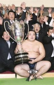Kakuryû remporte son 1er yûshô