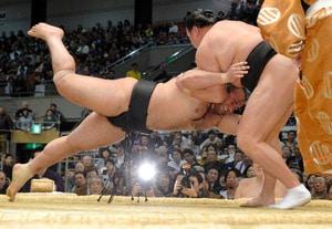 Défaite des 2 yokozuna, Kakuryû seul en tête
