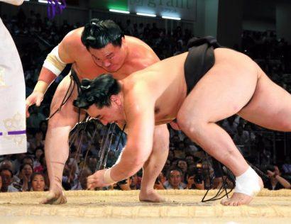 Hakuhô remporte son 30ème yûshô en battant Harumafuji en finale