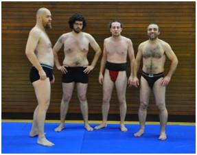 Des membres du club de Paris Sumo en mawashi
