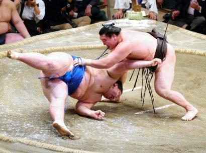 Hakuhô reprend le contrôle contre Ichinojo