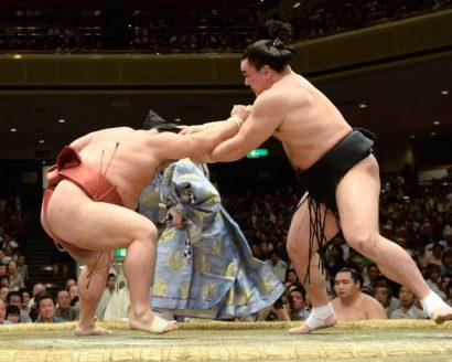 Harumafuji perd maladroitement