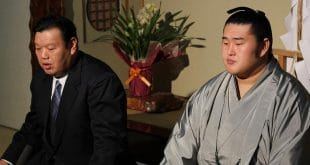 Tochinowaka avec Kasugano oyakata