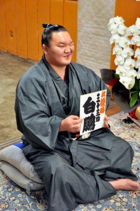 Hakuho lors de la conférence de presse