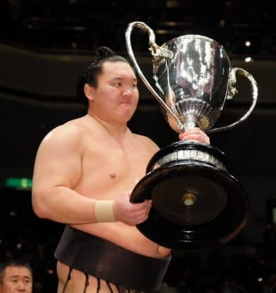 Hakuhô, le plus grand champion de l'histoire du sumo!