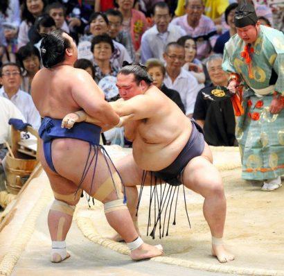 Kotoshogiku est sorti par Kisenosato