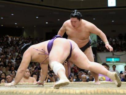 Goeido inflige une troisième victoire consécutive à Tochiozan alors que Terunofuji conserve son avantage