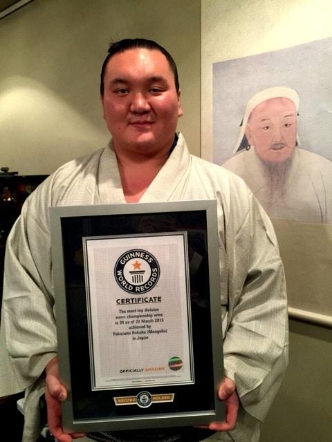 Hakuho entre dans le Guinness