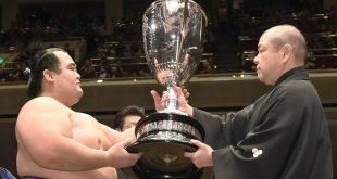 Kotoshogiku remporte le tournoi