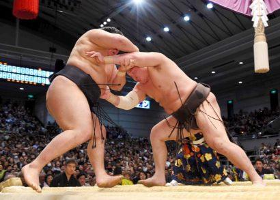 Hakuho passe en tête du tournoi