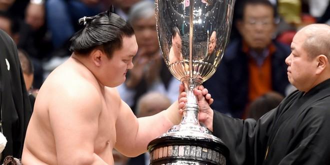 Finale – Hakuho termine le tournoi sur un score parfait