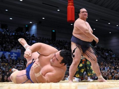 Kisenosato est toujours invaincu après sa victoire éclaire contre son rival Kotoshogiku.
