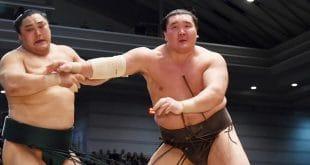 Okinoumi contre Hakuho