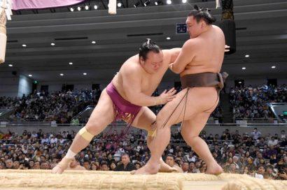 Catastrophes pour les yokozuna : Hakuho qui a été vaincu par Takarafuji