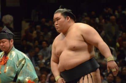 Goeido blessé à l'œil par Hakuho