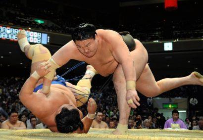 Le duo de tête reste inchangé, Hakuho a fait un pas de plus vers son 37e titre