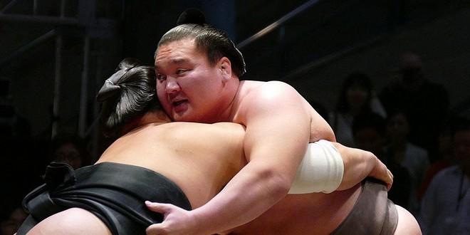 Hakuho vise les 1000 victoires à Nagoya