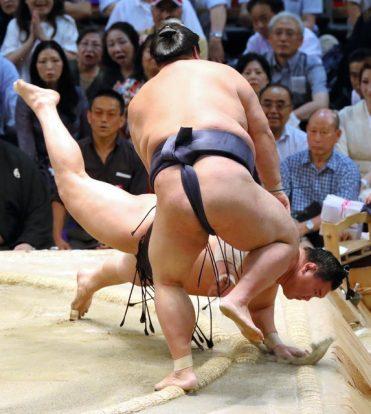 Hakuho voit ses espoirs s'envoler