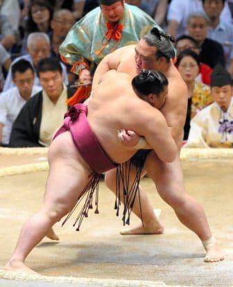 Kisenosato débute bien le tournoi de Nagoya
