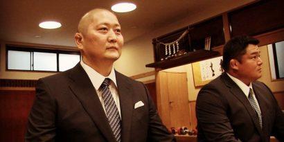 Tokitenku en conférence de presse aux côtés de Tokitsukaze oyakata