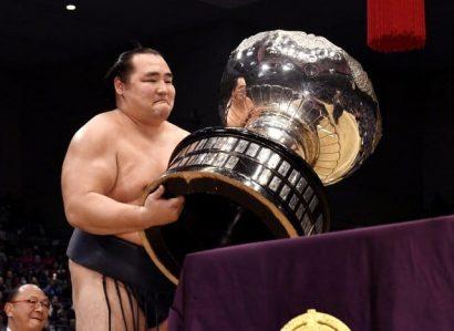 Kakuryu remporte son troisième titre