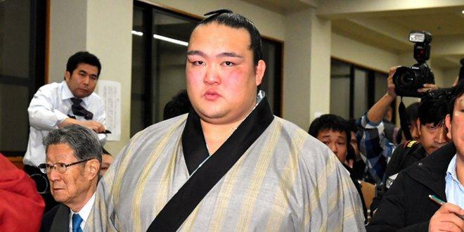 J14 – Kisenosato remporte son premier titre