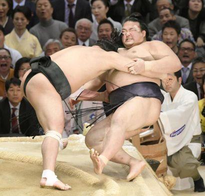 Harumafuji pousse Kisenosato vers sa 1ère défaite