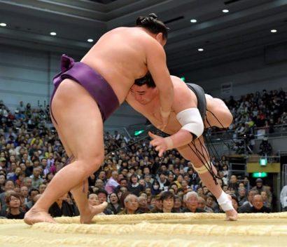 Premier kinboshi pour Sokokurai en battant le yokozuna Harumafuji