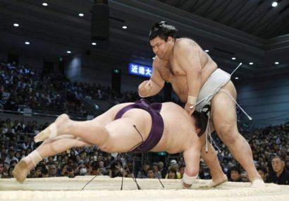Kisenosato et Takayasu continuent leur domination