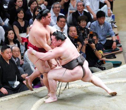 Hakuho et Harumafuji sont toujours en tête