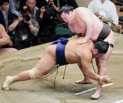 Hakuho se rapproche d'un 38ème titre