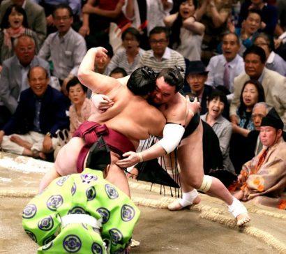 Harumafuji permet à Hakuho de prendre l'avantage