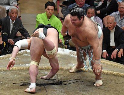 Hakuho n'est plus qu'à une victoire du titre