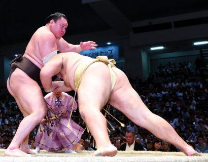 Hakuho égalise le record de victoire de Chiyonofuji