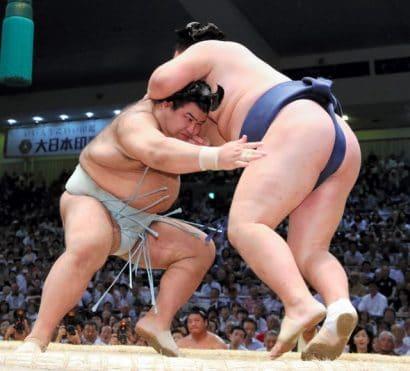 Takayasu décroche sa première victoire comme ôzeki