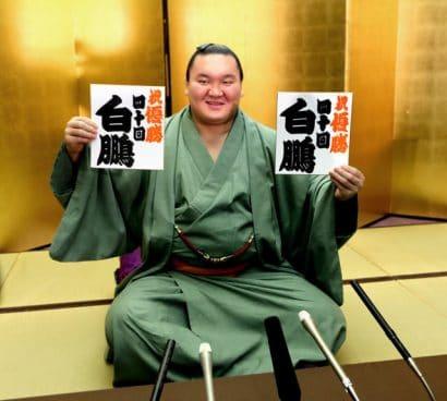 Hakuho est soulagé de finir par une victoire après une année difficile