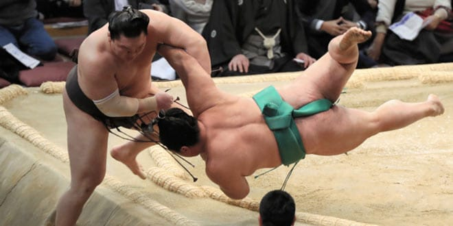 J11 – Yoshikaze gagne, Hakuho proteste
