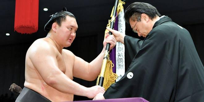 Finale – Hakuho vainqueur du tournoi de Kyushu